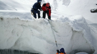 Сноубордист, упавший в трещину на Эльбрусе, не пострадал