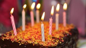 Долгожителям Ленобласти ко дню рождения предоставят выплаты от 15 до 25 тысяч рублей