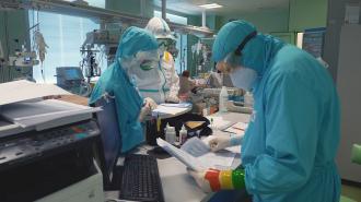 В Петербурге не хватает врачей для лечения больных коронавирусом