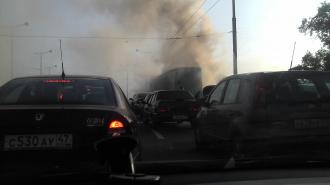 Питер: пожар на виадуке в Автово