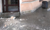 На улице Пестеля обвалилась штукатурка с недавно отремонтированного дома