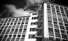 Москвичка упала с третьего этажа в Петербурге и скончалась