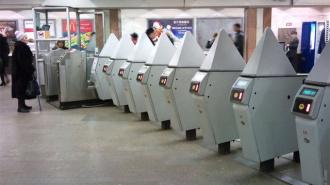 В столичном метро теперь можно проехать всего за 30 приседаний