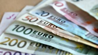 В Ломоносове из квартиры пенсионерки унесли почти 3 млн рублей в разной валюте