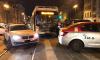 """На Лиговском """"Мерседес"""" и автобус застряли на трамвайных путях"""