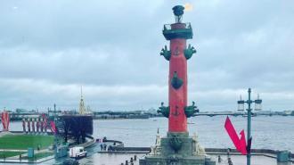 В День Победы в Петербурге зажгли Ростральные колонны