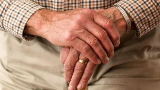 Эксперт рассказала, почему пенсионеры ведутся на уловки мошенников