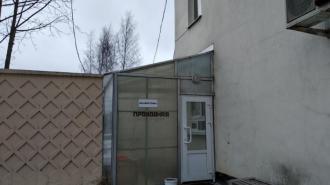 Пожар на складе в Приморском районе тушили 50 спасателей