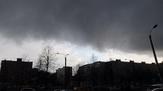 В Петербурге перед теплым воскресеньем прошел град
