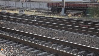 Поезд сбил человека на станции в Ленобласти