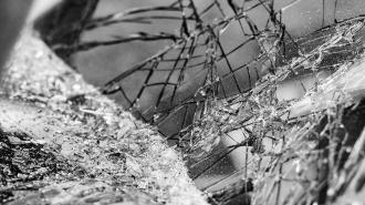 Пассажирка съехавшей в кювет машины вылетела через лобовое стекло в Тихвинском районе