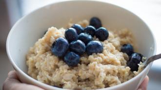 Петербургский диетолог назвал лучшее время для завтрака