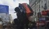 На Кутузовском проспекте в Москве упавший автокран едва не придавил строителей