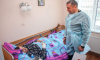 """Вице-губернатор Петербурга Албин навестил в больнице водителя автобуса, который столкнулся с """"Ласточкой"""""""
