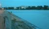 На Октябрьской набережной «Газель» рухнула в Неву, водитель утонул