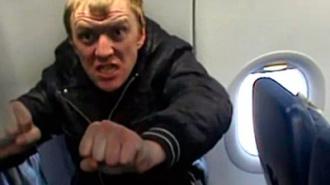 Буйный пассажир устроил массовую драку и избил трех стюардов на борту самолета Петербург - Анталья