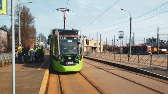 """В западной части Петербурга заметили трамваи """"Чижик"""""""