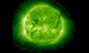 """Астрономы сняли на видео """"эскадру НЛО"""", которая атакует Солнце и не боится высоких температур"""