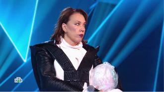 """Выступавшая в образе Пингвина Азиза ушла со скандалом из """"Маски"""" на НТВ"""