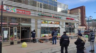 На улице Сикейроса начали сносить незаконно размещенный торговый павильон