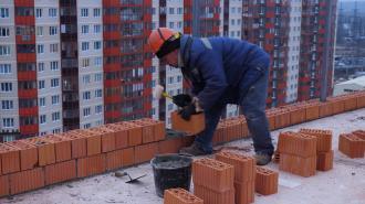 В Петербурге подняли зарплаты рабочим-строителям первого разряда