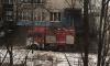 В Купчино пожарные машины чистили крыши от снега