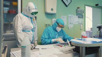 Власти Петербурга выплатили 2,7 млрд рублей медикам, пострадавшим от ковида