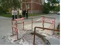 На детской площадке в Приморском районе накануне вечером прорвало теплотрассу