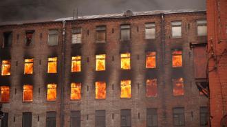 """КГИОП направил иск с требованием восстановить сгоревшую """"Невскую мануфактуру"""""""