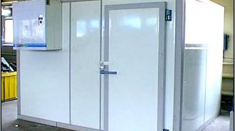Продавщицу магазина грабители заперли в холодильнике