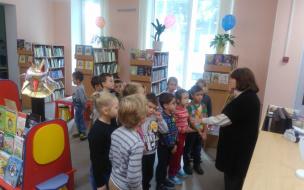 Приморскую детскую библиотеку посетили воспитанники детского сада