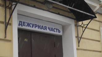 Неизвестный вынес из трёшки на улице Литовская валюту, рубли и украшения