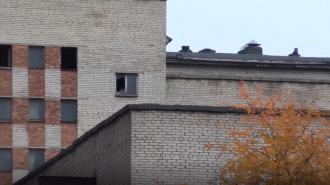 В Сургуте женщина убила знакомого и хранила тело в чемодане на балконе