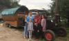 Пенсионер из Германии уже доехал до Ленобласти на своем раритетном тракторе