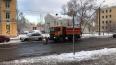 Три машины с реагентами вышли на уборку Петербурга, ...