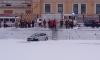Автомобиль Ford упал на лед Фонтанки и чудом не утонул