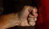 Пьяный житель Купчина голыми руками избивал припаркованные машины