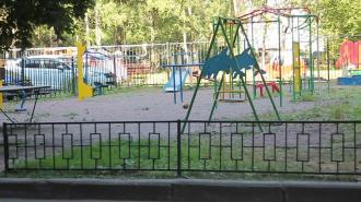 В Центральном районе на детских и спортивных площадках установили новое освещение