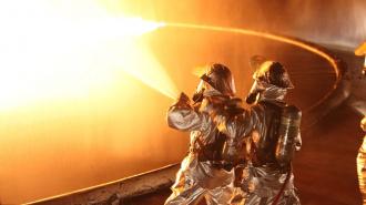 В результате ночного пожара на Северном проспекте пострадала женщина