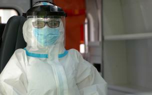 Стало известно, сколько врачей в Петербурге противостоят коронавирусу