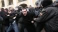 У Гостиного двора массово задерживают оппозиционеров