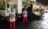 """Активисты Greenpeace высыпали 5 тонн """"грязного"""" угля перед президентским дворцом в Париже"""