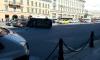 Машина завалилась на бок посреди Невского проспекта после ДТП