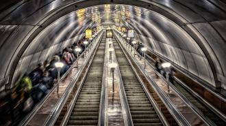 Падением женщины-инвалида на эскалаторе в метро Петербурга заинтересовалась прокуратура