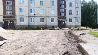В Выборге благоустраивают двор на Ленинградском шоссе, 51