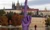 В Праге вырос большой средний палец
