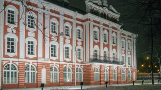 Абитуриенты смогут подать документы на поступление в вузы Петербурга в электронном виде в этом году