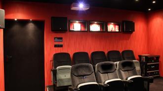 Запрет на работу кинотеатров продлили до 20 сентября