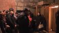 Полиция опубликовала фото поимки 64 нелегалов в расселен ...