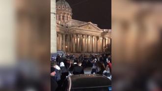 Вечеринка у Казанского собора не понравилась петербуржцам